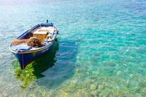 Une barque à Dubrovnik en Croatie