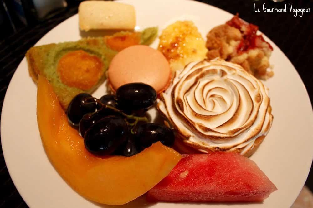 La farandole de desserts du brunch du Mama Shelter Paris