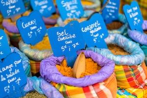 Blog voyage Le Gourmand Voyageur - marché épices Guadeloupe Martinique